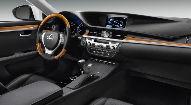 2019 Lexus ES Hybrid news