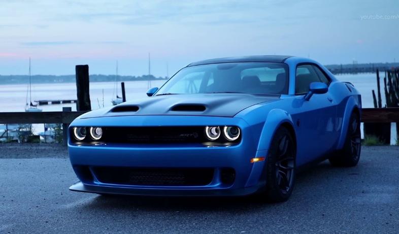 2019 Dodge Challenger SRT design
