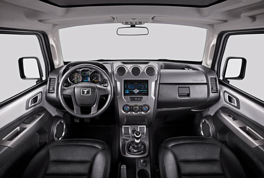 2020 Ford Troller T4 interior